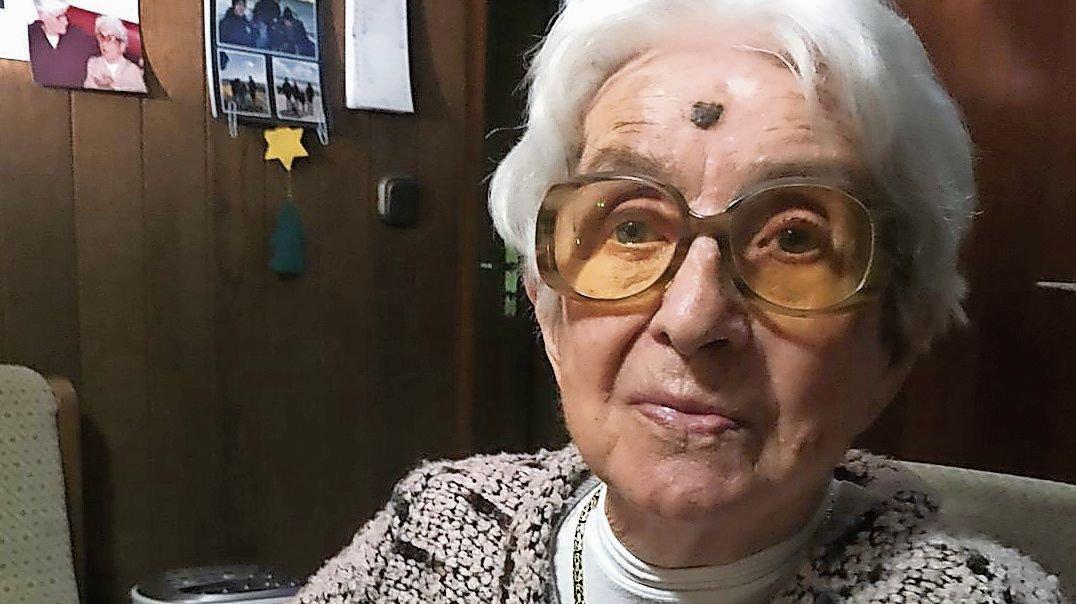 Feiert morgen ihren 105. Geburtstag: Hildegard Ahrens aus Friesoythe. Foto: Irene Wewer