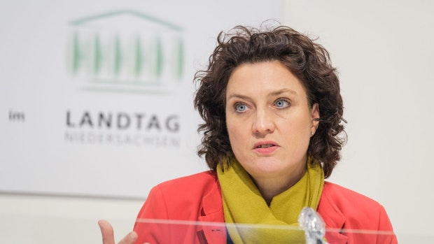 Ministerin entschuldigt sich für Impfbriefe an Tote