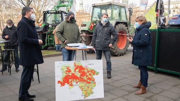 Landwirte fordern mit Mahnwache Nachbessern von Düngeregeln
