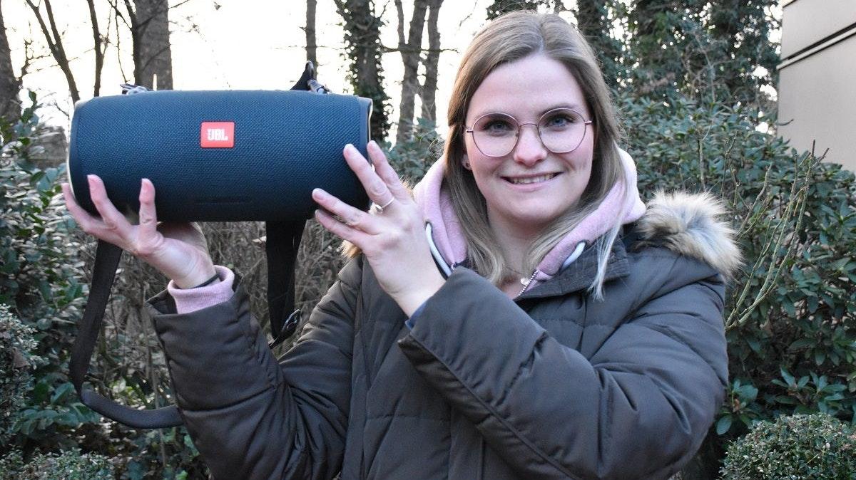 Sabrina Graue mit Musikbox: Beim Ferienlager der Visbeker Mädchen spielt Musik eine sehr große Rolle. So wird jedes Jahr ein neuer Lagertanz einstudiert. Foto: Klöker