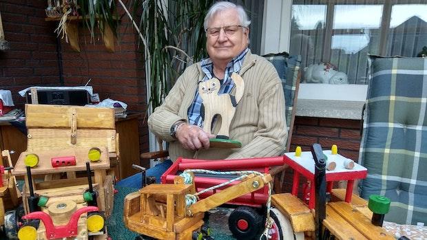 Neuenkirchener bastelt buntes Holzspielzeug