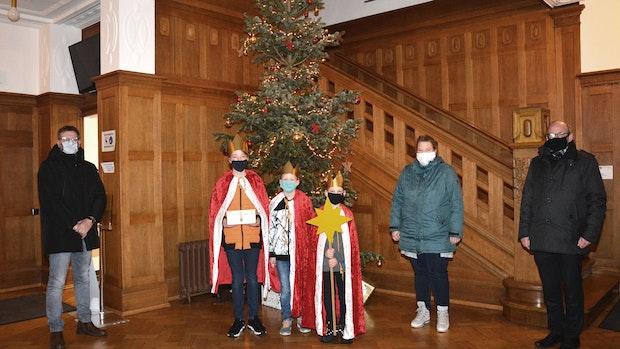 Sternsinger bringen Segenswünsche ins Essener Rathaus