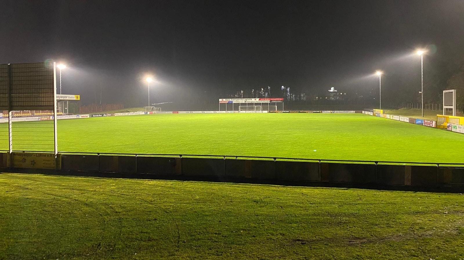 Hell erleuchtet: Das Stadion von Amasyaspor Lohne hat ein neues Flutlicht. Foto: Amasyaspor
