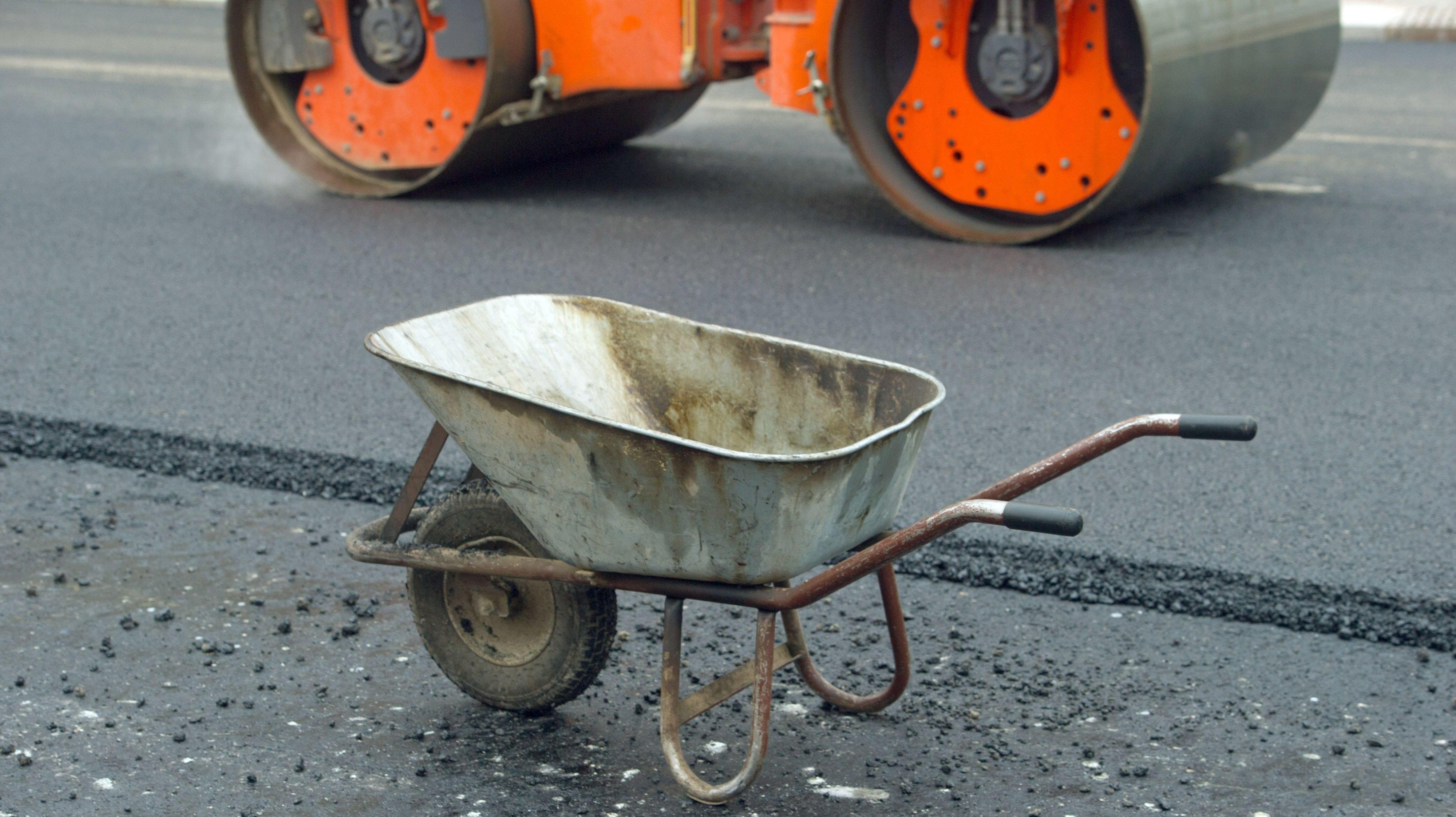 Toller Gegenwert oder einfach nur ungerecht? Über die Straßenausbaubeiträge soll nun auch in Holdorf diskutiert werden. Foto: dpa