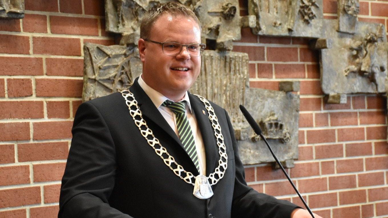 """Lohnes Bürgermeister Tobias Gerdesmeyer will sein Amt laut eigener Aussage weiterhin """"mit großen Engagement und viel Freude ausüben"""" –unabhängig von einer möglichen Landratskandidatur für die CDU. Archivfoto: Timphaus"""