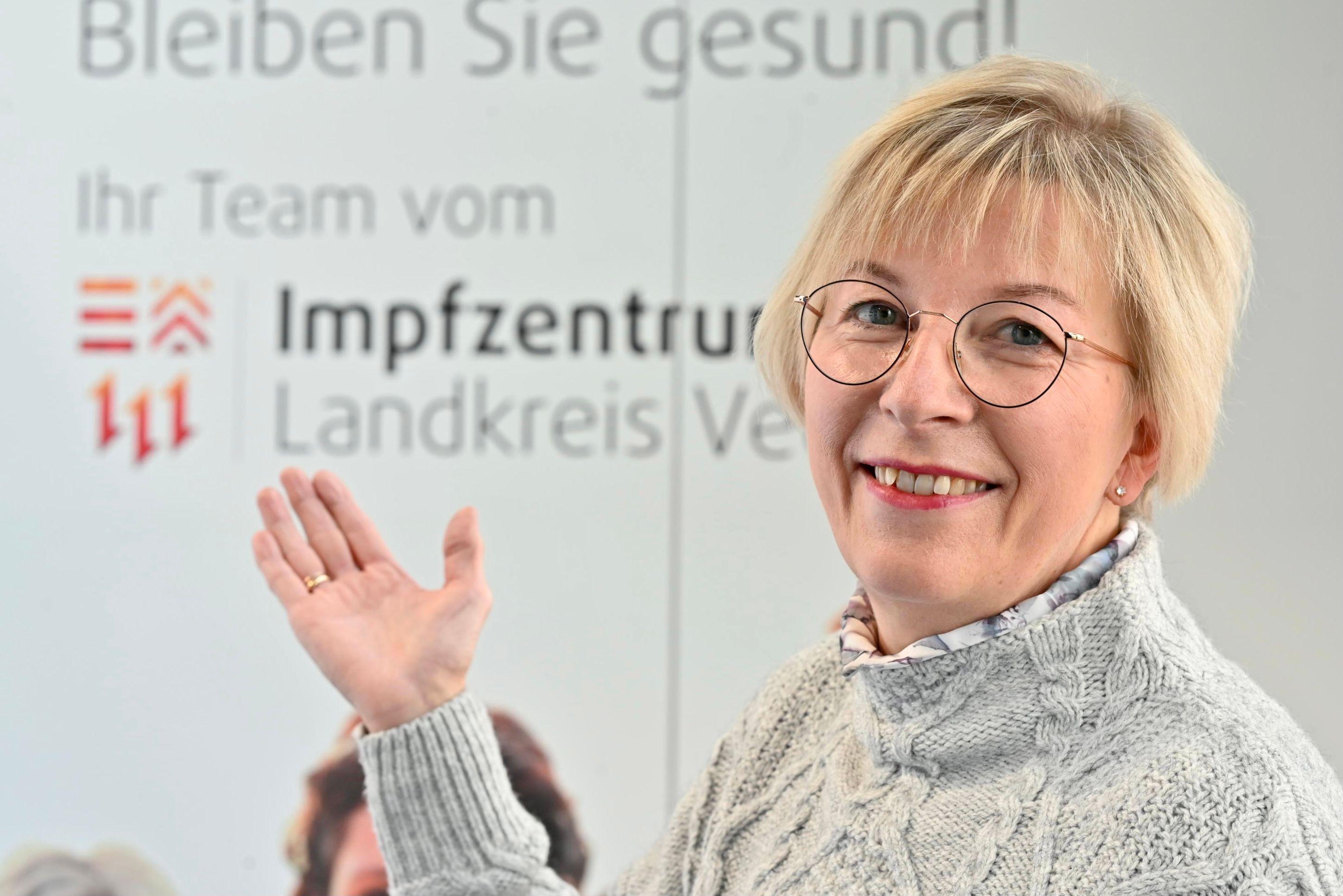 Hätte gerne mehr Impfstoff gegen Covid-19 im Kühlschrank: Anke Meyer im Impfzentrum des Landkreises in Lohne. Foto: M. Niehues
