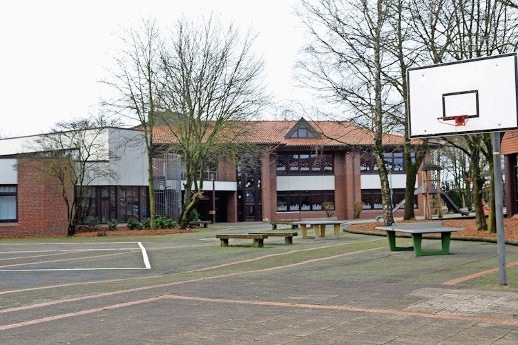 Letztes Projekt der Dorferneuerung: Auf  einen 50-prozentigen Zuschuss aus dem Förderprogramm hofft die Gemeinde  für die  700.000 Euro teure Umgestaltung des Schulhofs. Fotos: Willi Siemer