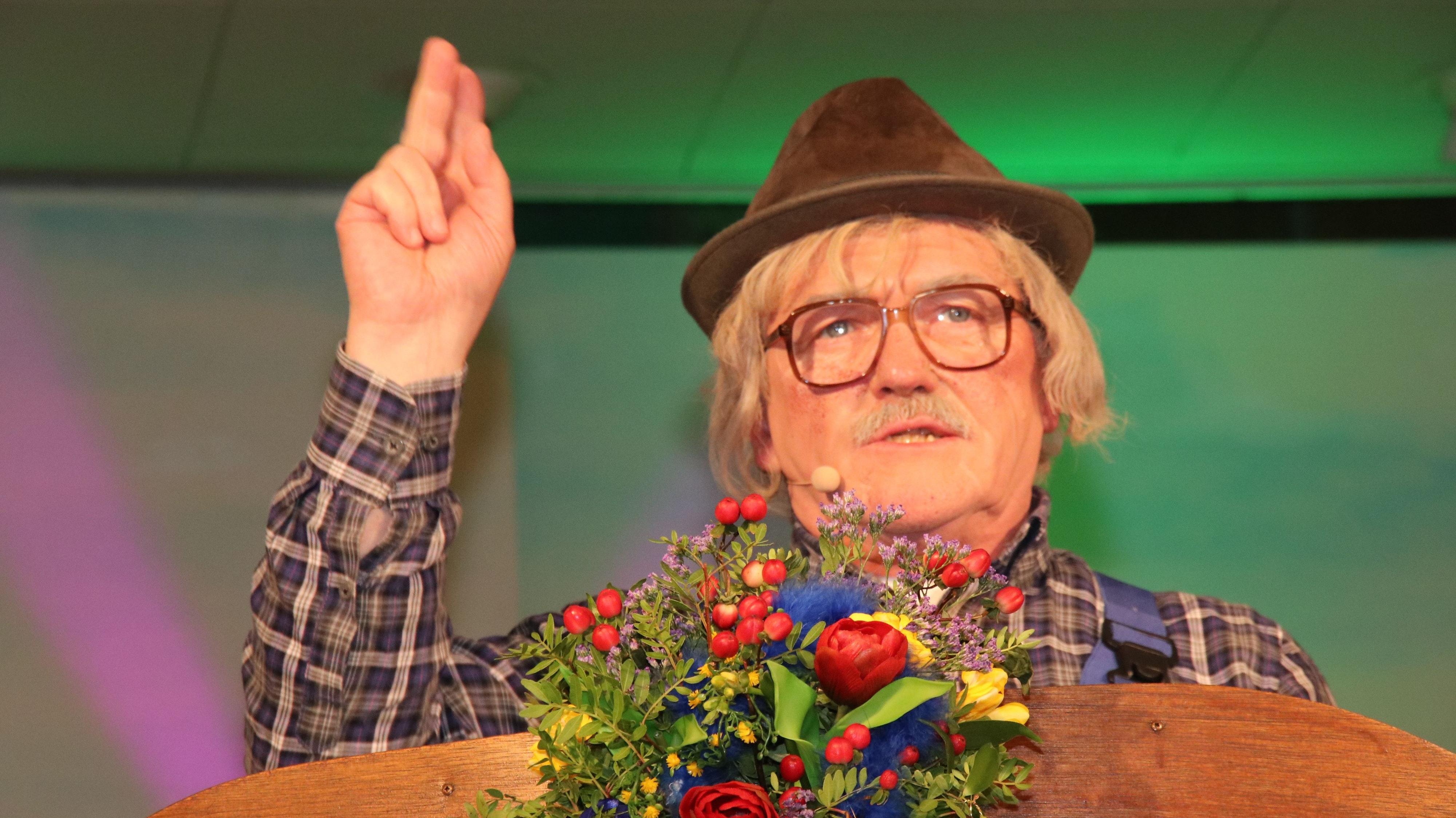 Mahner mit Weitsicht: Heiko Bertelt (hier ein Bild aus dem Jahr 2020) hat sich mit dem Carneval und ganz besonderen Viren, die Einfluss auf ihn haben, auseinandergesetzt. Foto: Lammert