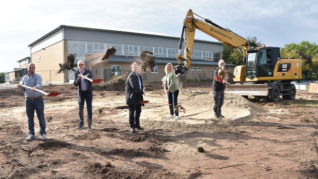 Am Sportzentrum in Holdorf entstehen 30 neue Parkplätze