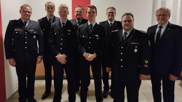 Paul Böckmann und Bernhard Voth halten seit 50 Jahren der Feuerwehr die Treue