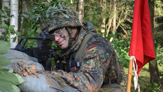 Freiwillig: Schweißtreibender Waldkampf statt ruhigem Bürojob