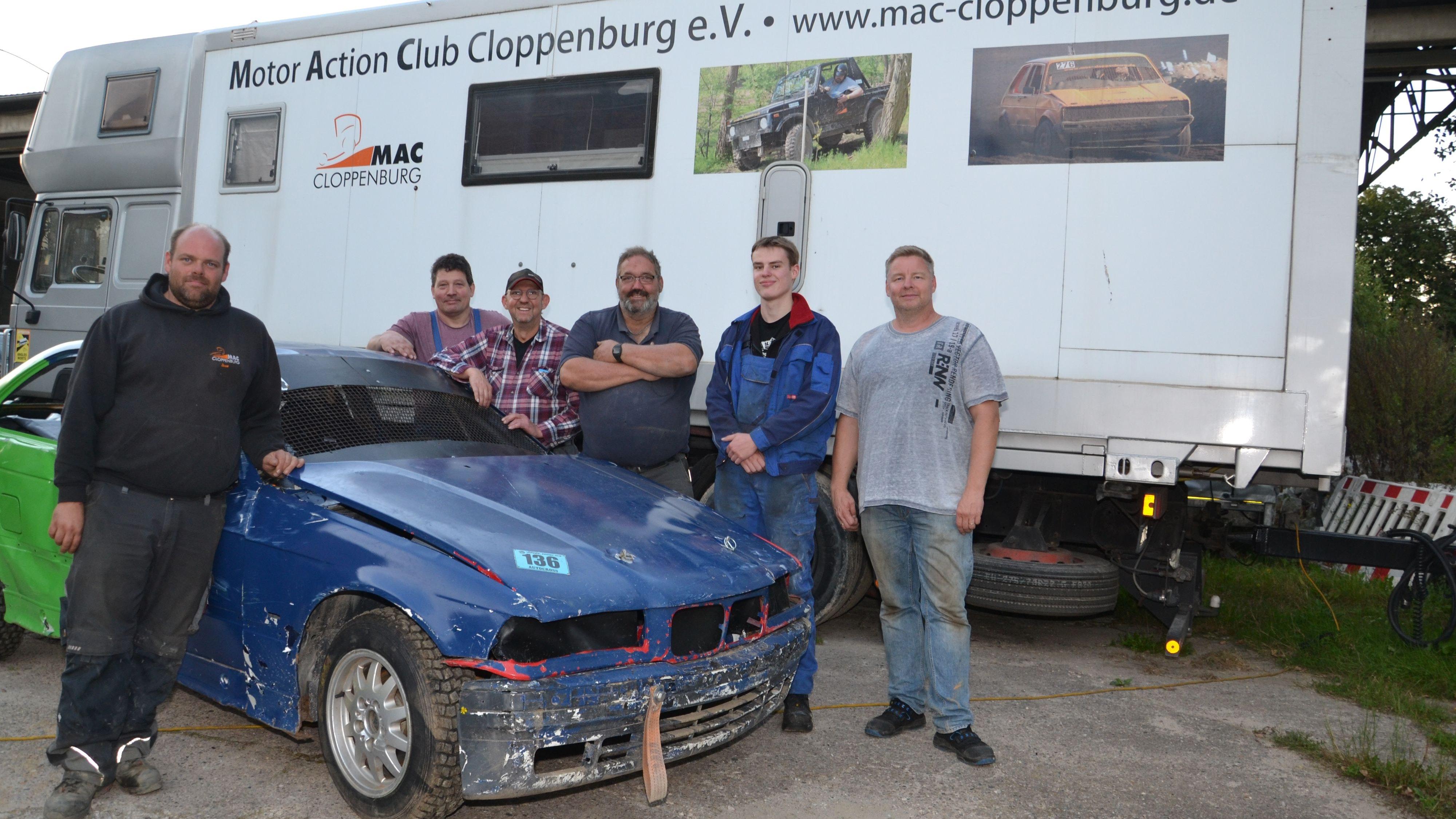 Organisieren, schrauben, fahren: Das Team des MAC organisiert mit vielen Helfern das Rennen, geht aber selbst auch mit vier Fahrzeugen auf die 550-Meter-Piste. Foto: Bernd Götting