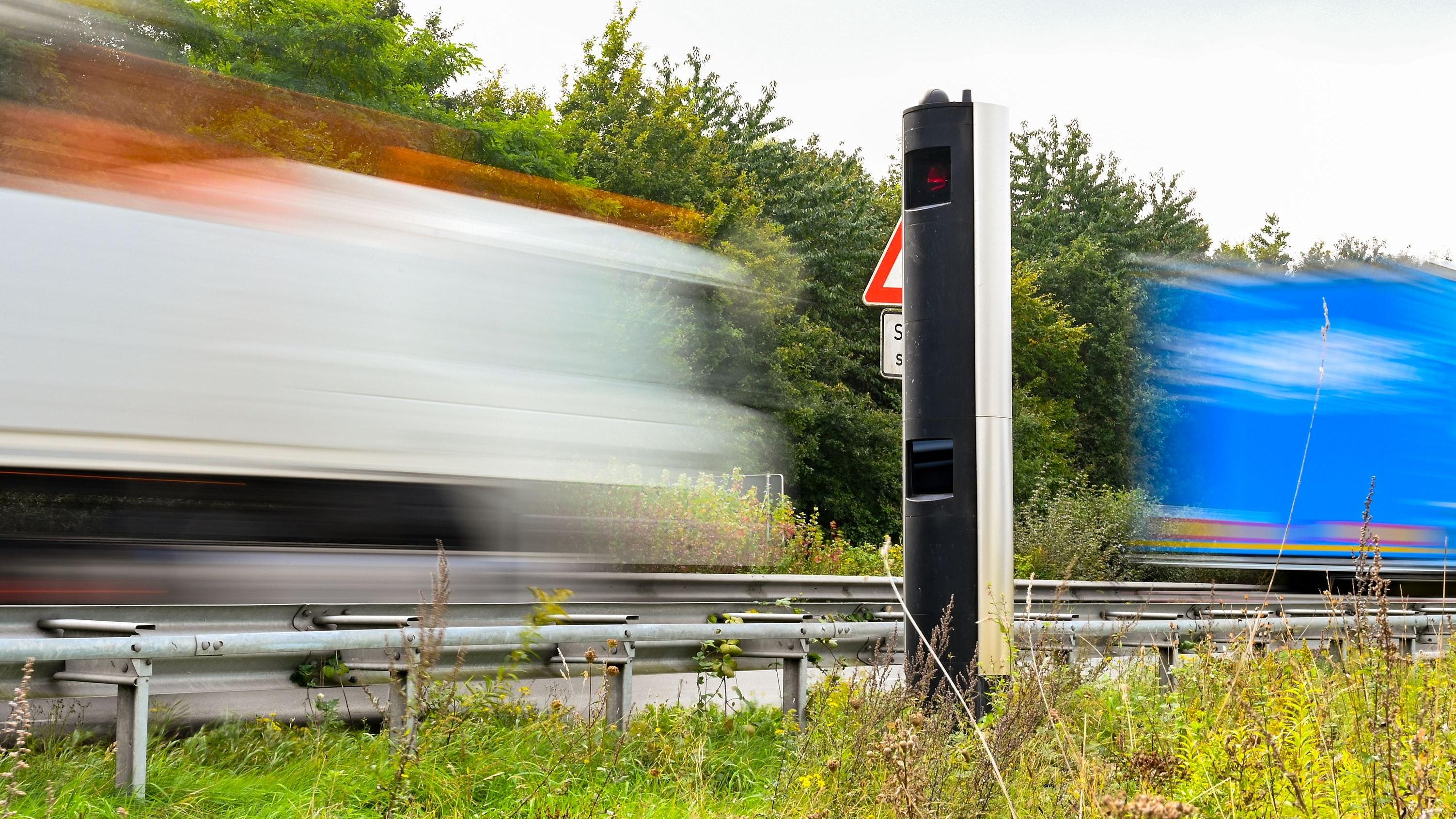 Stationäre Blitzer waren weiter im Betrieb: Die mobilen Messungen wurden hingegen ausgesetzt.  Foto: Hermes