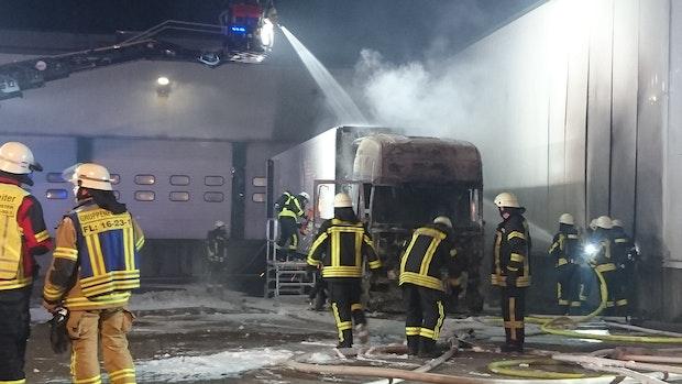 Lkw brennt auf Elo-Gelände aus