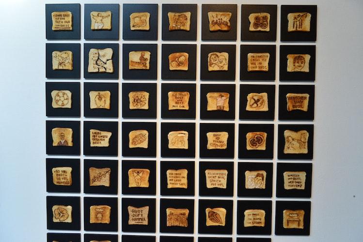 Brotzeichnungen: Inspiriert von der wundersamen Brotvermehrung Jesu entwickelte Werner Henkel den Aufruf Zeichne mir ein Brot und fordert dazu auf, die Vielfalt der Brotlandschaft zu einem Gesamtkunstwerk der Brot-Forschung anschwellen zu lassen. Foto: Heidkamp