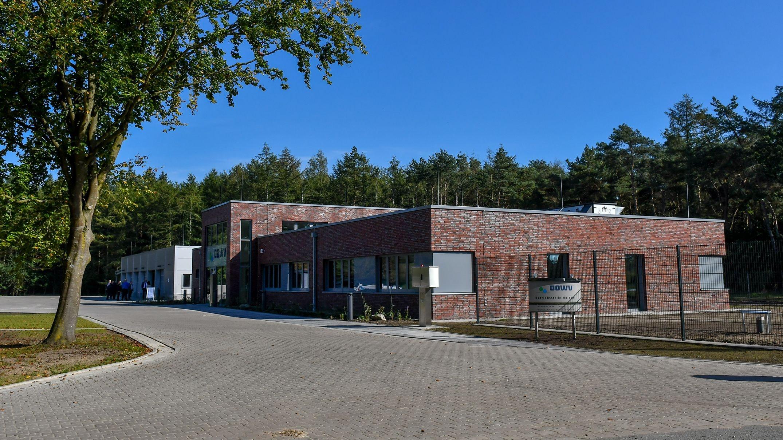 Modern, umweltverträglich und zweckmäßig: Die neue Betriebsstelle des OOWV in Fladderlohausen. Foto: Vollmer
