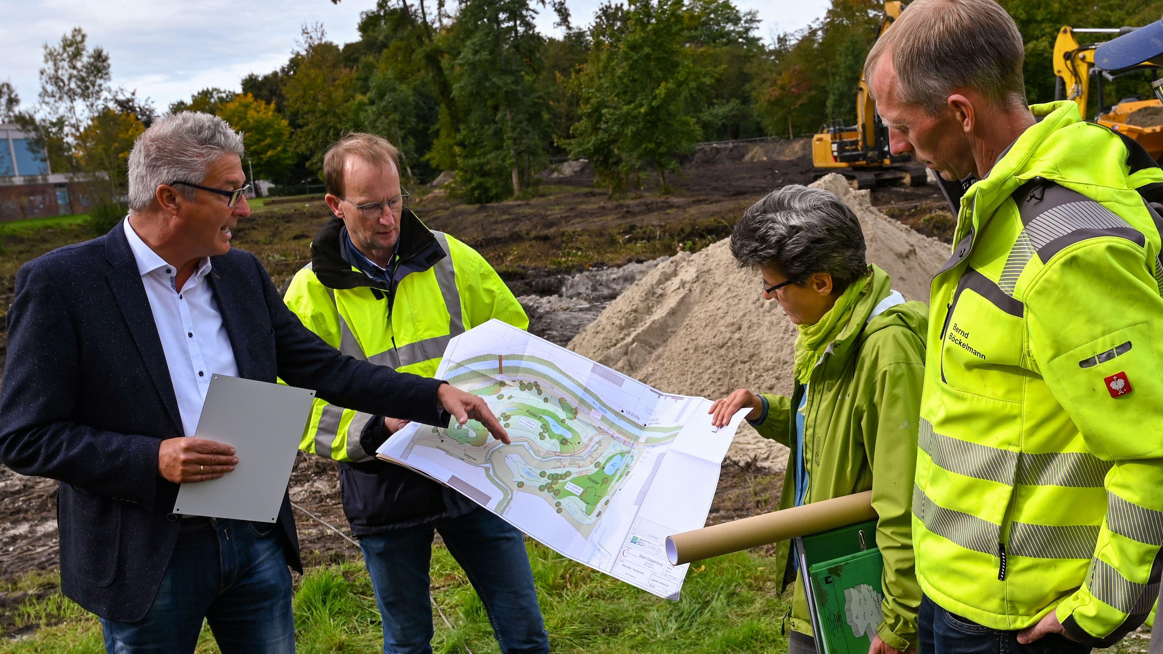 Fachbereichsleiter Armin Nöh (links) stellte die Pläne vor. Foto: Hermes