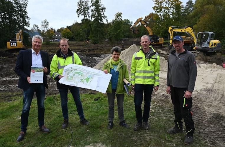 Präsentieren die Planungen: Armin Nöh, Reiner Blömer, Anja Riegel, Bernd Böckelmann und Markus Övermeyer (von links). Foto: Hermes