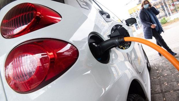 Autohausinhaber darf E-Ladesäulen aufstellen