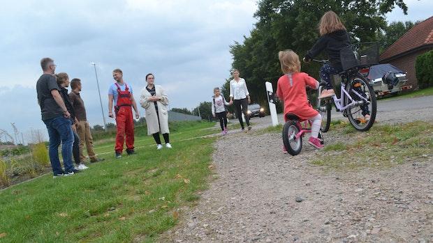 Immer wieder Stürze: Mütter kritisieren Schotter-Schulweg
