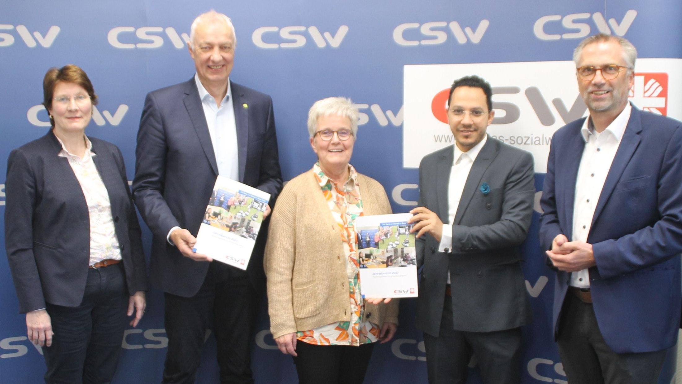 Stellten den Jahresbericht für das Jahr 2020 vor: Die Rechtsberatungsmitglieder Marcella Bohlke (von links),Josef Kleier, Elisabeth Vodde-Börgerding, Belal Elsayed sowie CSW-Vorstandsvorsitzender Heribert Mählmann. Foto: Kessen
