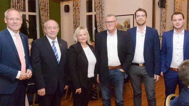 Bürgermeister verabschiedet 5 Ratsmitgliedermit viel Lob