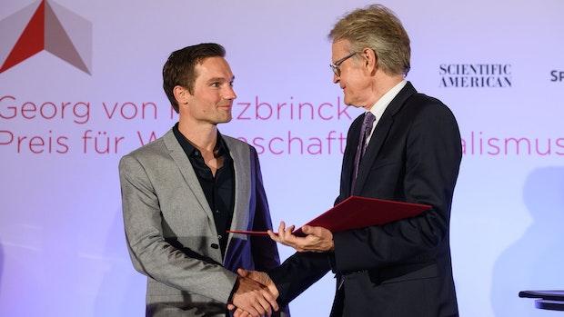 Dr. Tim Kalvelage freut sich über Auszeichnung