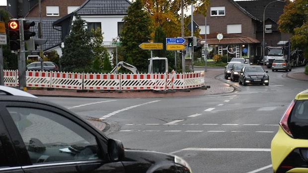 Kreuzung am Dicken Stein: Steinfeld schafft Aufstellflächen für Radler und Fußgänger