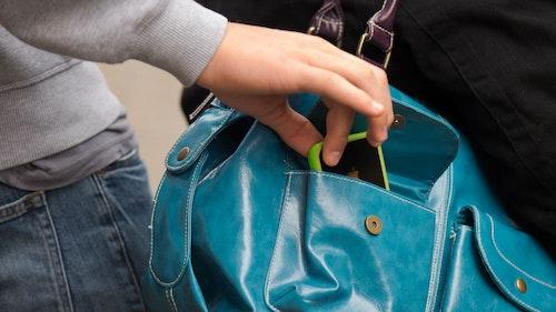 Taschendiebe in Supermärkten: Deshalb sollten Sie die IMEI-Nummer notieren