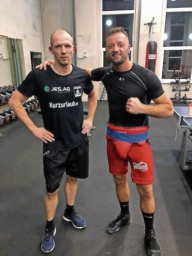 Lehrmeister: Erdogan Kadrija (rechts) bereitet sich mit Boxlegende Jürgen Brähmer auf seinen nächsten Kampf vor. Foto: Kadrija