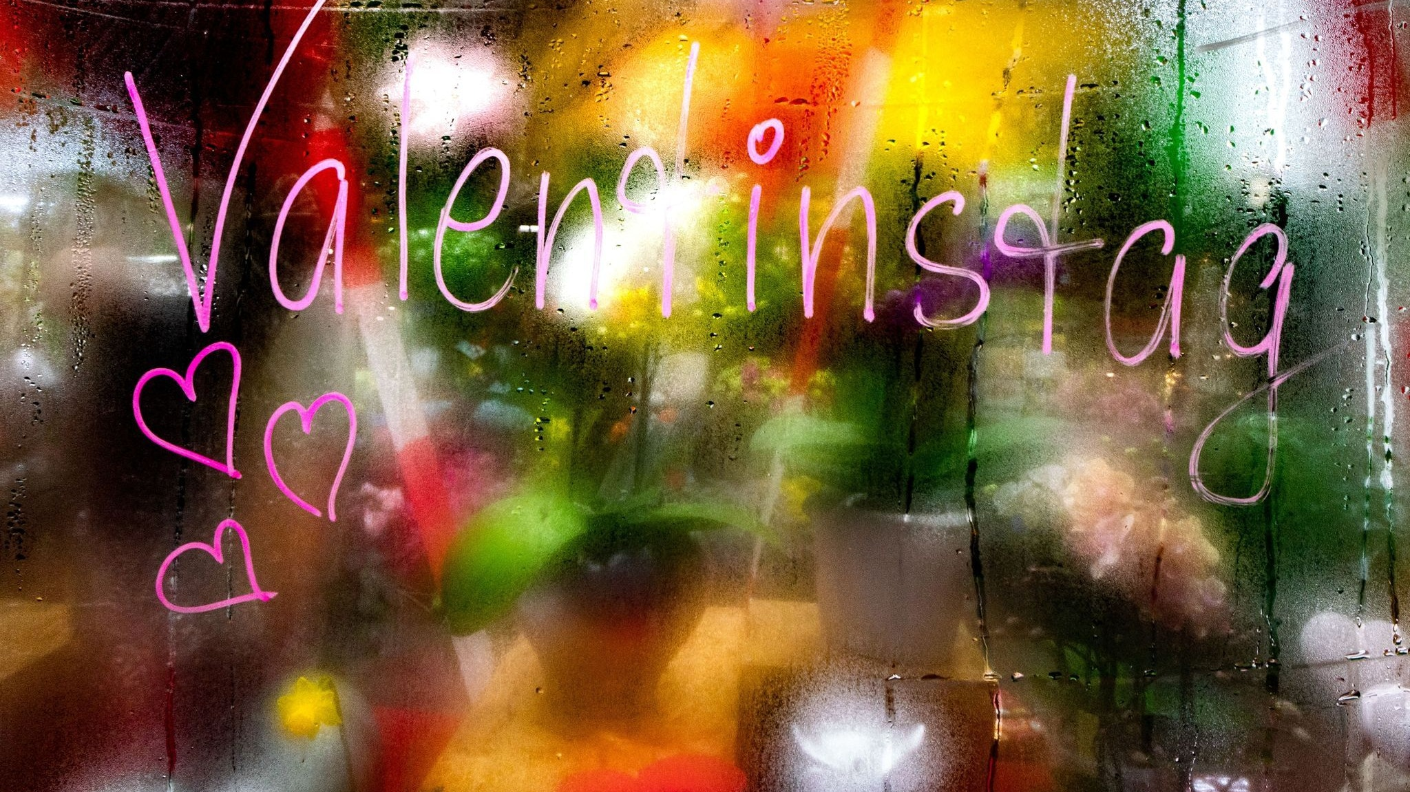 Großer Ansturm: Am Wochenende, pünktlich zum Valentinstag, durften die Blumenhändler und Gartencenter wieder öffnen. Foto: dpa/Rumpenhorstr