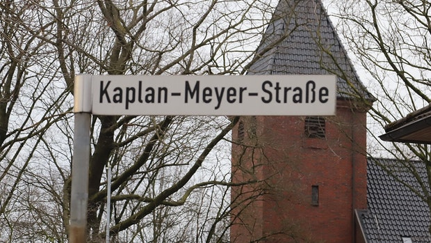 Missbrauchsvorwürfe gegen Pfarrer in Markhausen: Forderung nach Straßenumbenennung wird laut