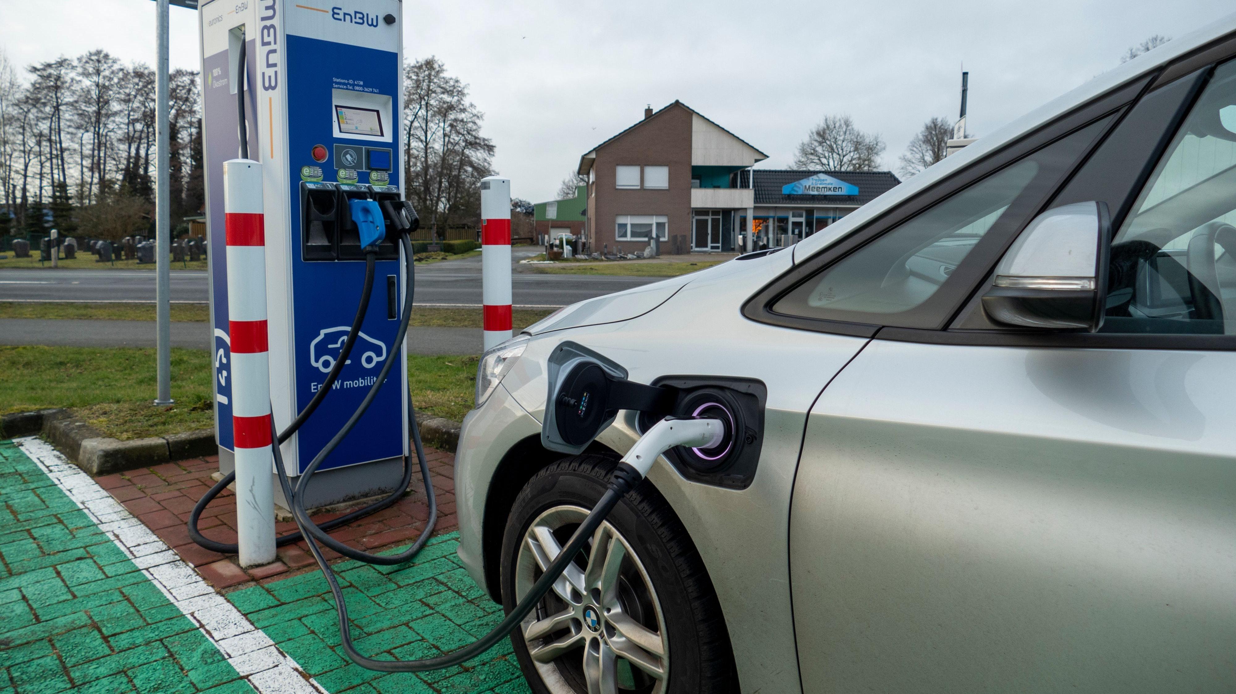Trotz Boom nur eine Nische: Die Elektromobilität verzeichnet auch im Nordkreis hohe Steigerungsraten. Insgesamt aber machen E-Autos am Gesamtbestand nach wie vor nur einen extrem geringen Prozentsatz aus. Foto: Stix