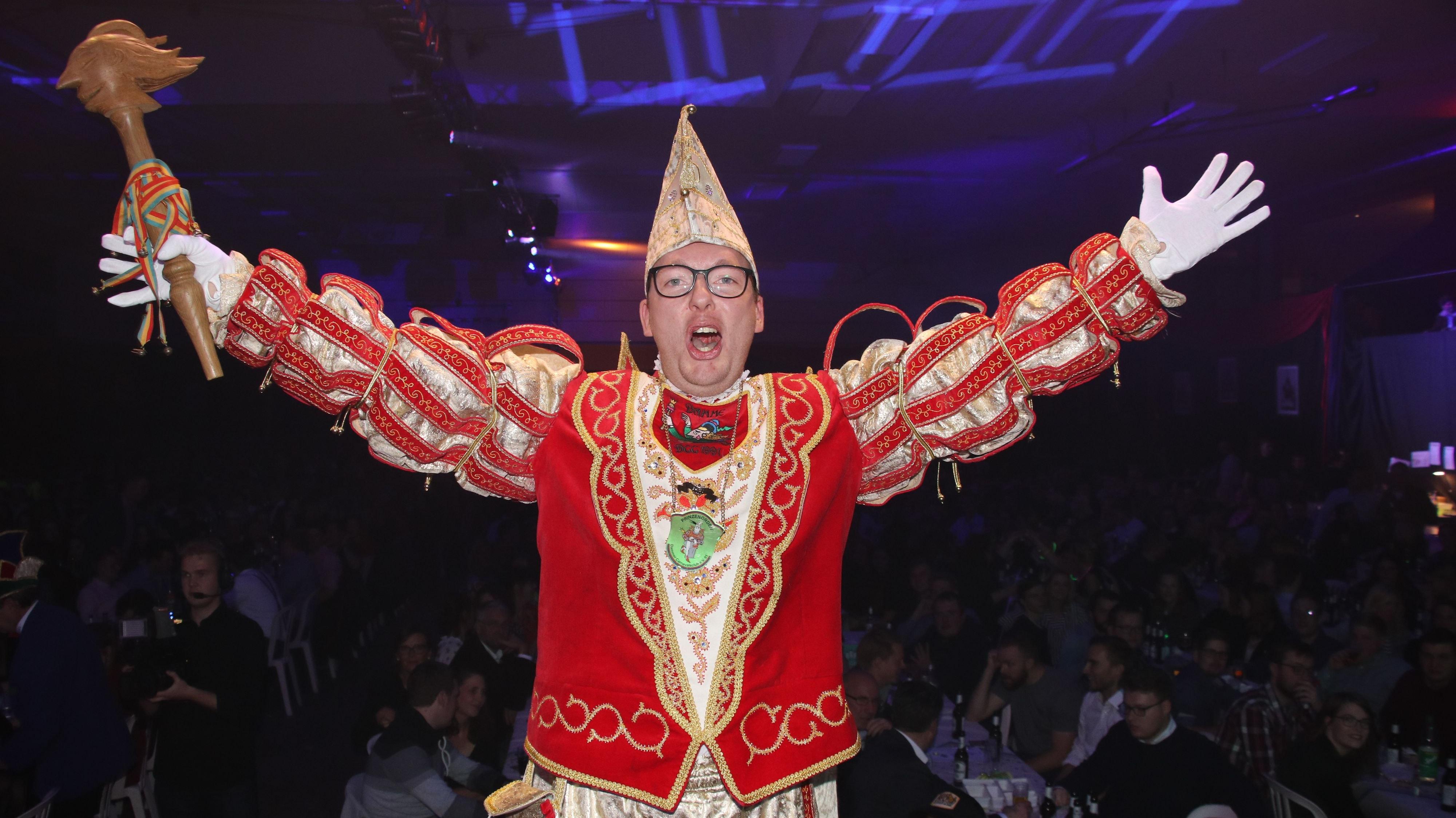 Närrische Lebensfreude pur: Seit 1991 kürt der Dammer Carnevalsclub jedes Jahr einen Prinzen. Der letzte war 2019 Markus bei der Hake. Letztes Jahr gab es erstmals keinen Prinzen, weil die Galasitzung wegen Corona ausfiel. Foto: Lammert