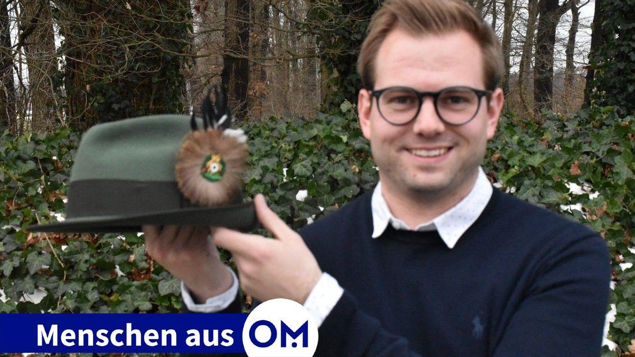Wichtiges Utensil: Bastian Stukenborg hofft, dass er den Schützenhut möglichst bald wieder bei Veranstaltungen des Vereins tragen kann. Foto: Klöker