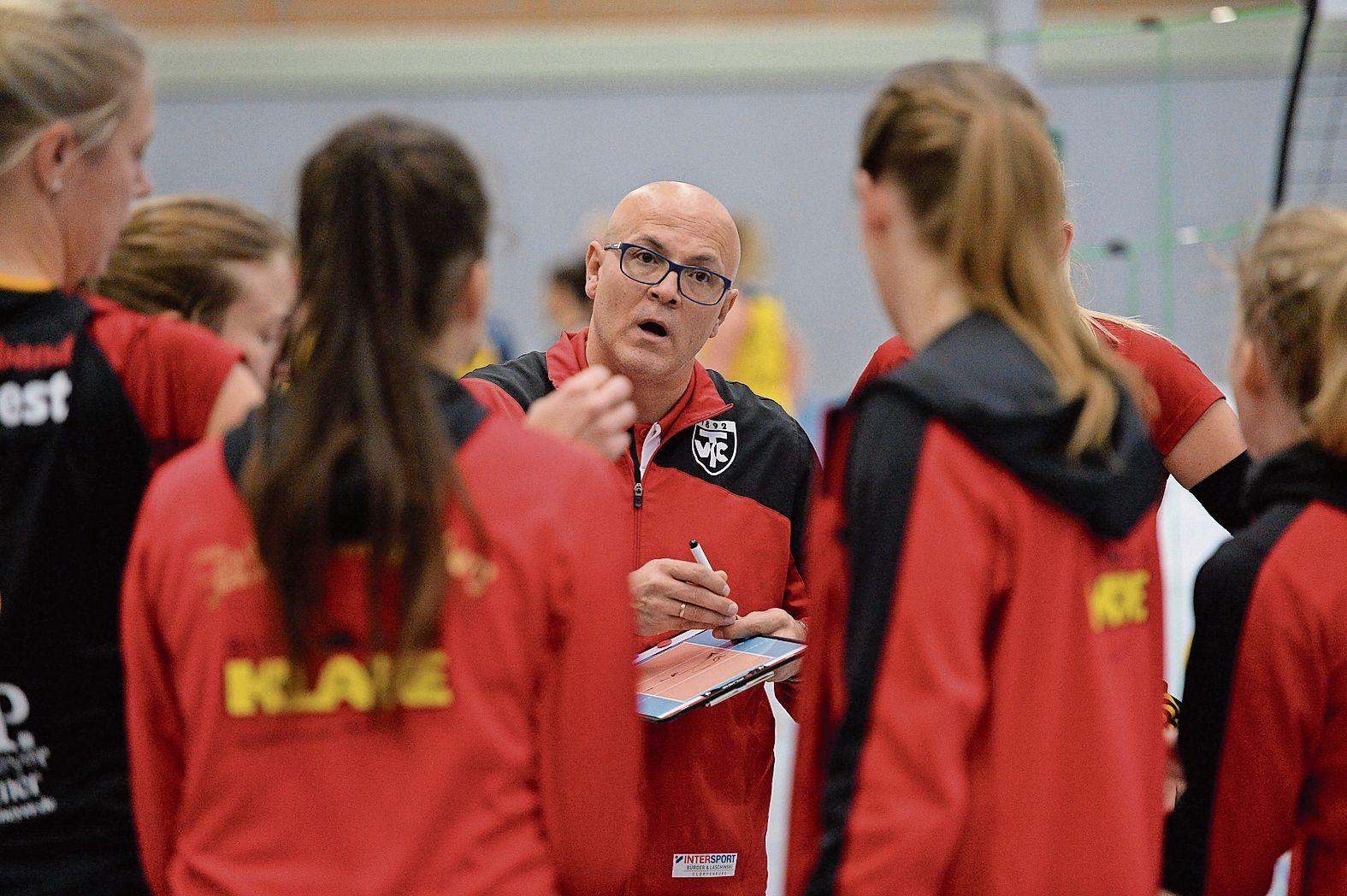 Planungen für die nächste Saison: Trainer Tomislav Ristoski schraubt am Cloppenburger Drittligakader, mit dem er in die Punktspielserie 2021/2022 gehen will. Foto: Langosch