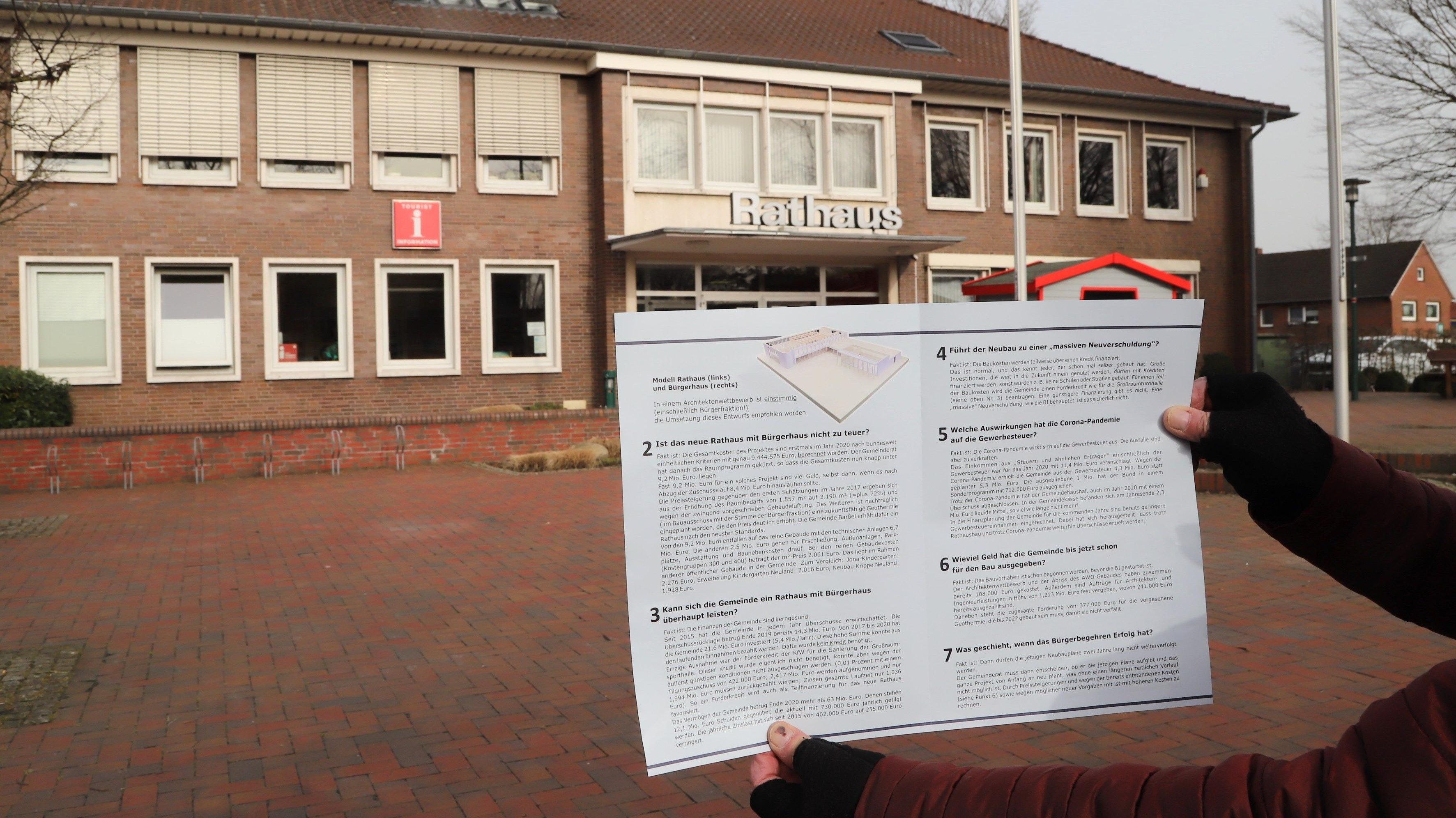 """""""Faktencheck"""": Den Bürgerinnen und Bürger der Gemeinde Barßel flatterte am Wochenende dieser Flyer ins Haus.  Foto M .Passmann"""