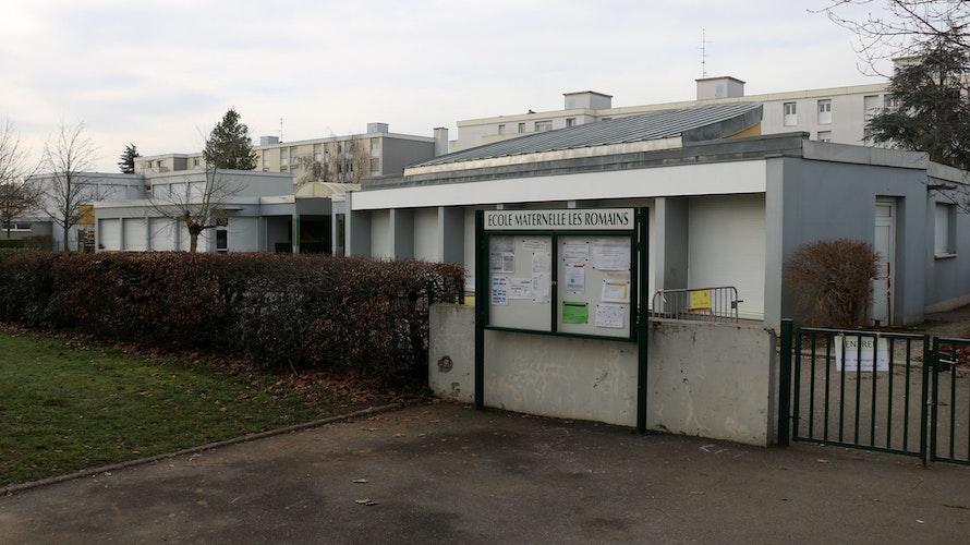 Grundschule und Kindergarten Les Romains in Rixheim sind derzeit geschlossen, nachdem dort die südafrikanische Mutante des Coronavirus nachgewiesen wurde. Foto: Steinke