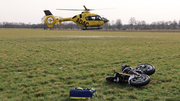 Motorradfahrer (69) schwebt nach Unfall in Lebensgefahr