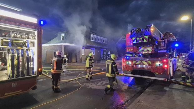 Feuer bricht in Garage in Cloppenburg aus