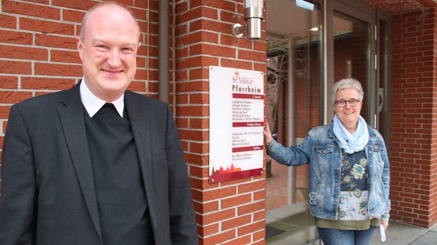 Die Macher: Pfarrer Zumdohme und Elisabeth Vodde-Börderding haben Dran bleiben auf den Weg gebracht. Foto: Lammert