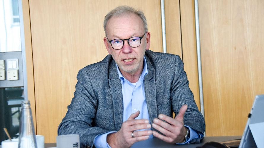Erklärt das Raumordnungsprogramm: Landrat Herbert Winkel. Foto: Tzimurtas