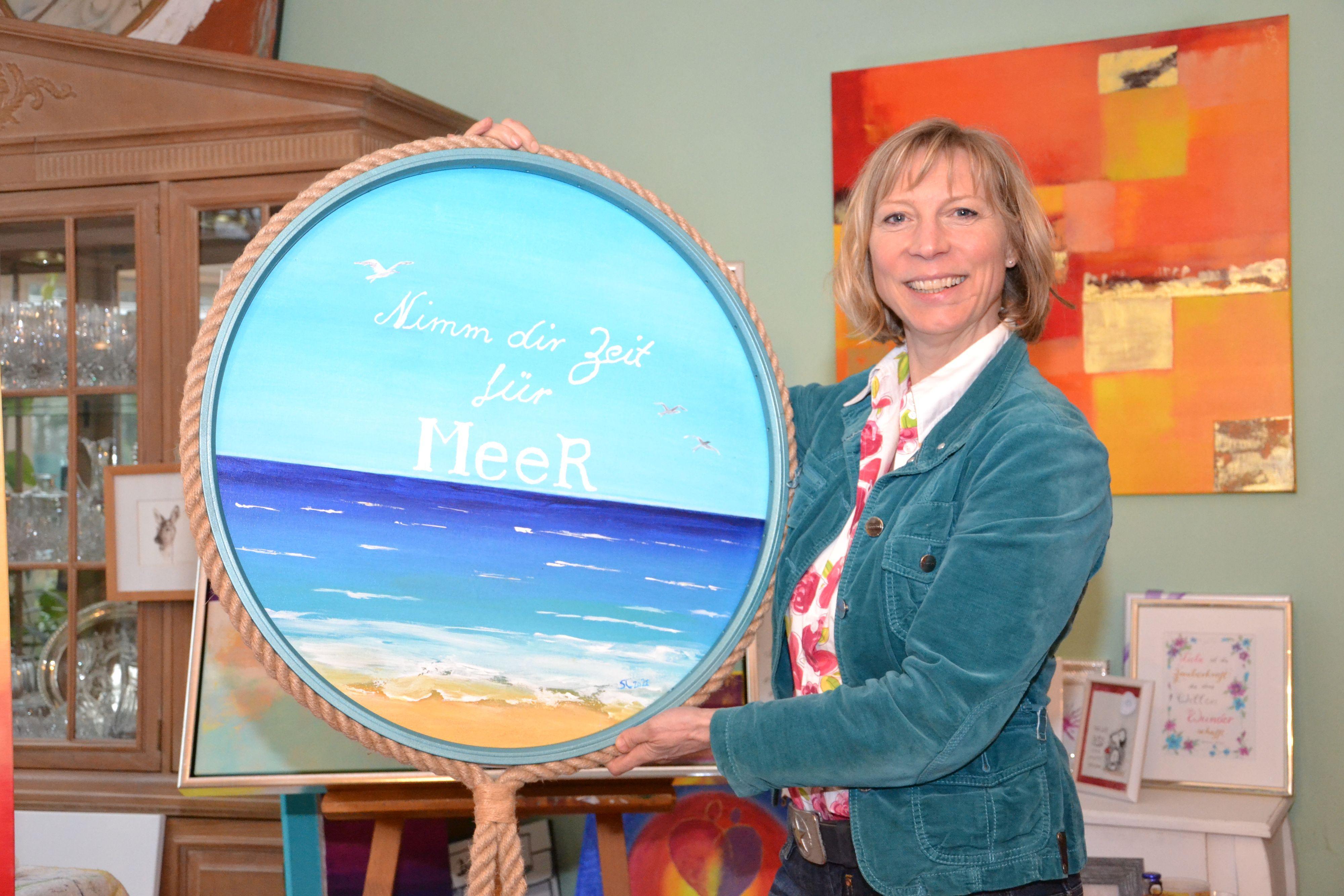Nimm dir Zeit für Meer: Das dekorative Bild könnte fast das Motto der Malwerkstatt sein, die Stefanie Taubenheim in Kneheim betreibt. Foto: Bernd Götting