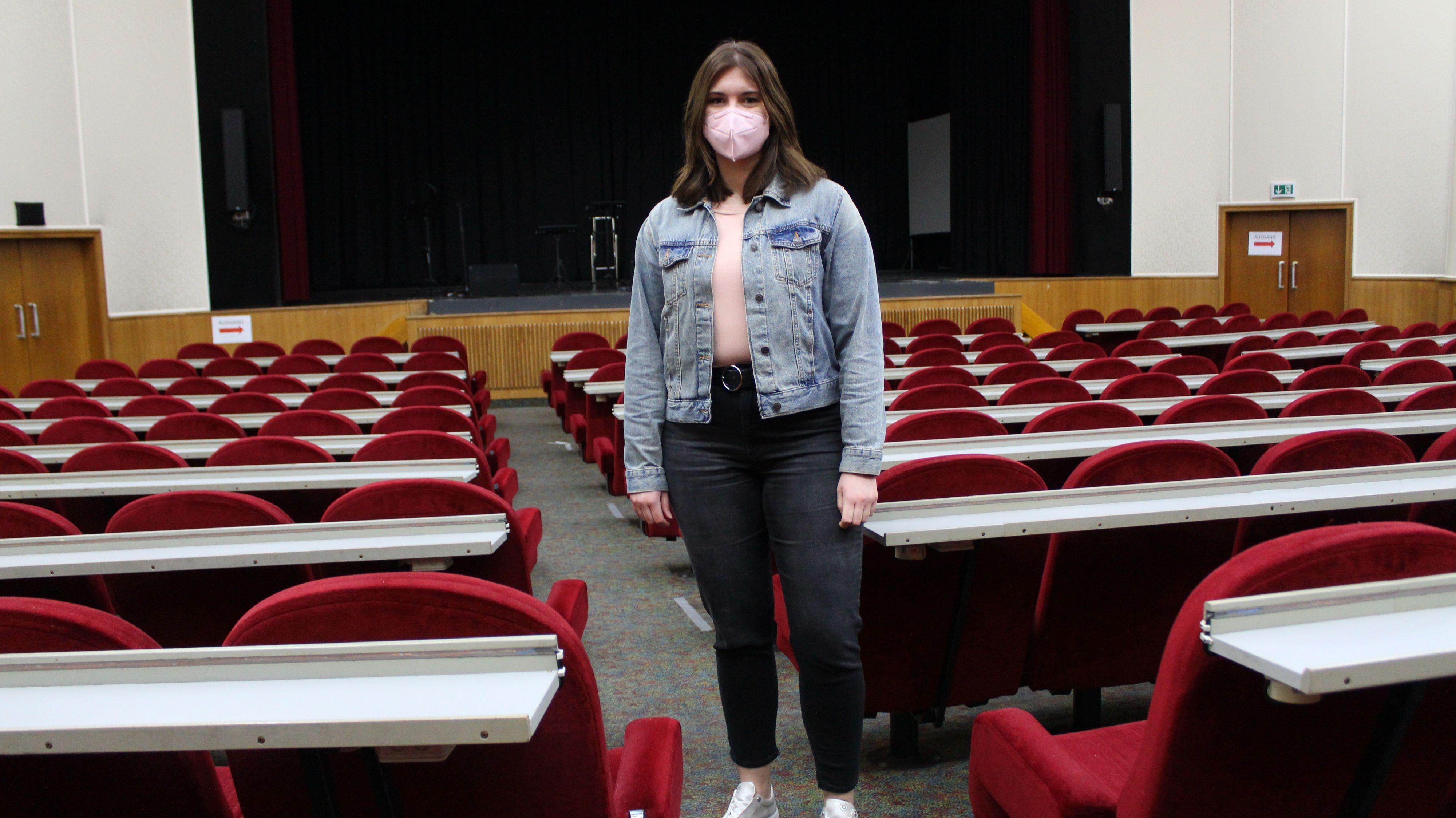Die Stühle bleiben leer: Ein unwirklicher Anblick sei das verwaiste Metropole-Theater meint Carolin Feye. Foto: Heinzel