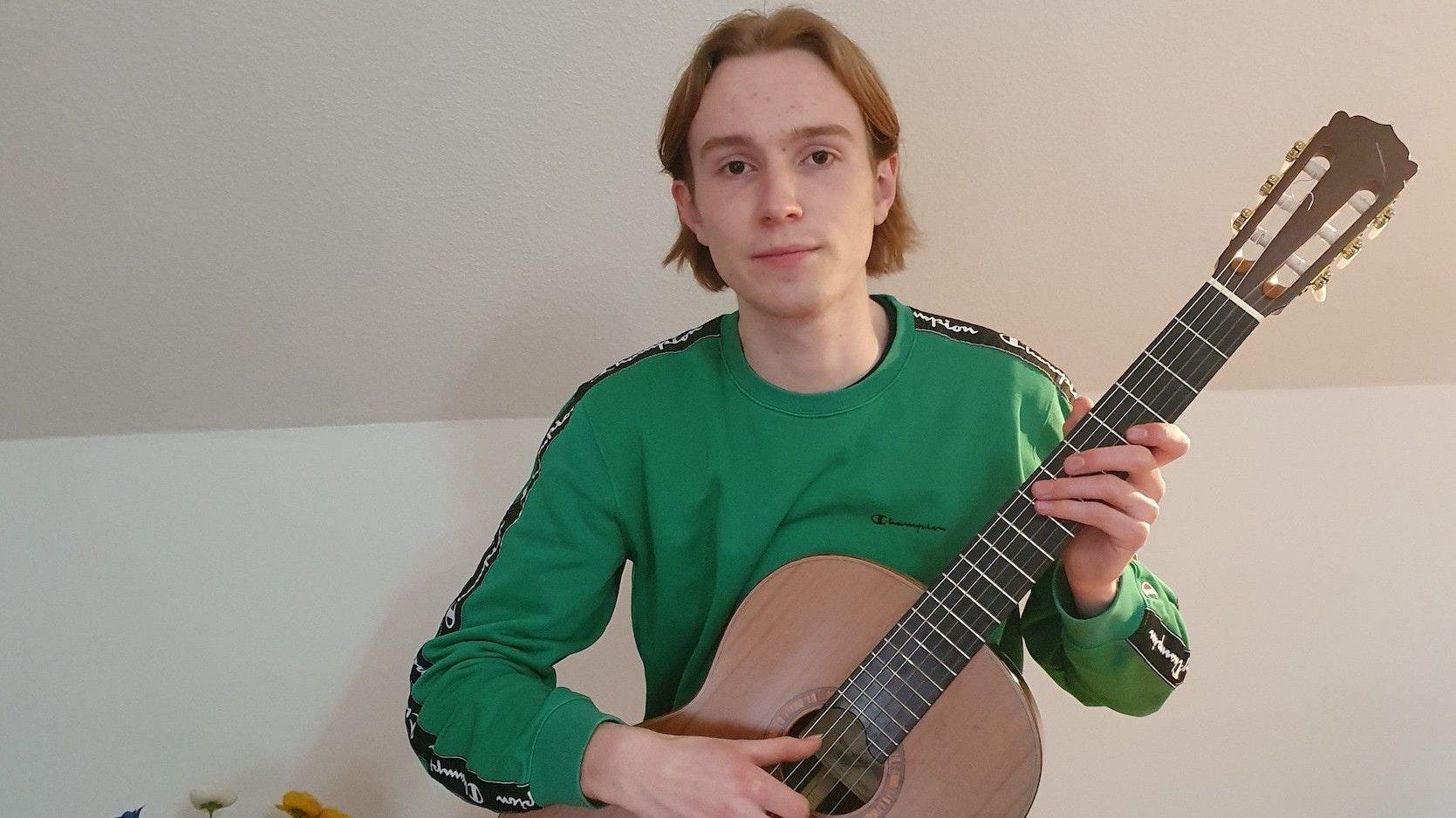 Gunnar Kordesbegeistern an der Gitarre, die vielfältigen Ausdrucksmöglichkeiten. Foto: privat