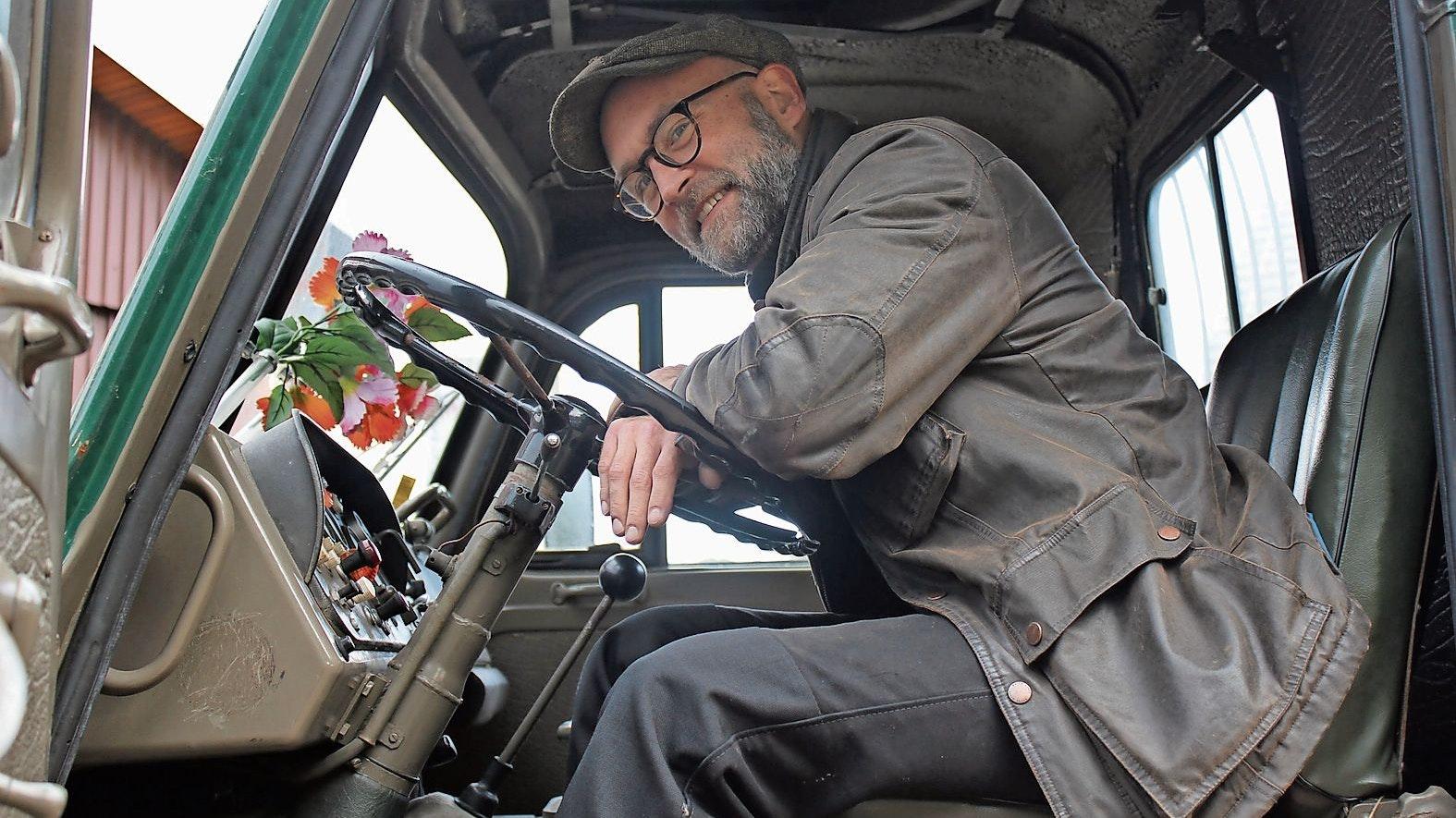Behält den Überblick: Dr. Eike Lossin bei der Überführung eines Steyr-Daimler-Puch-Lkw.  Fotos (3): Maren
