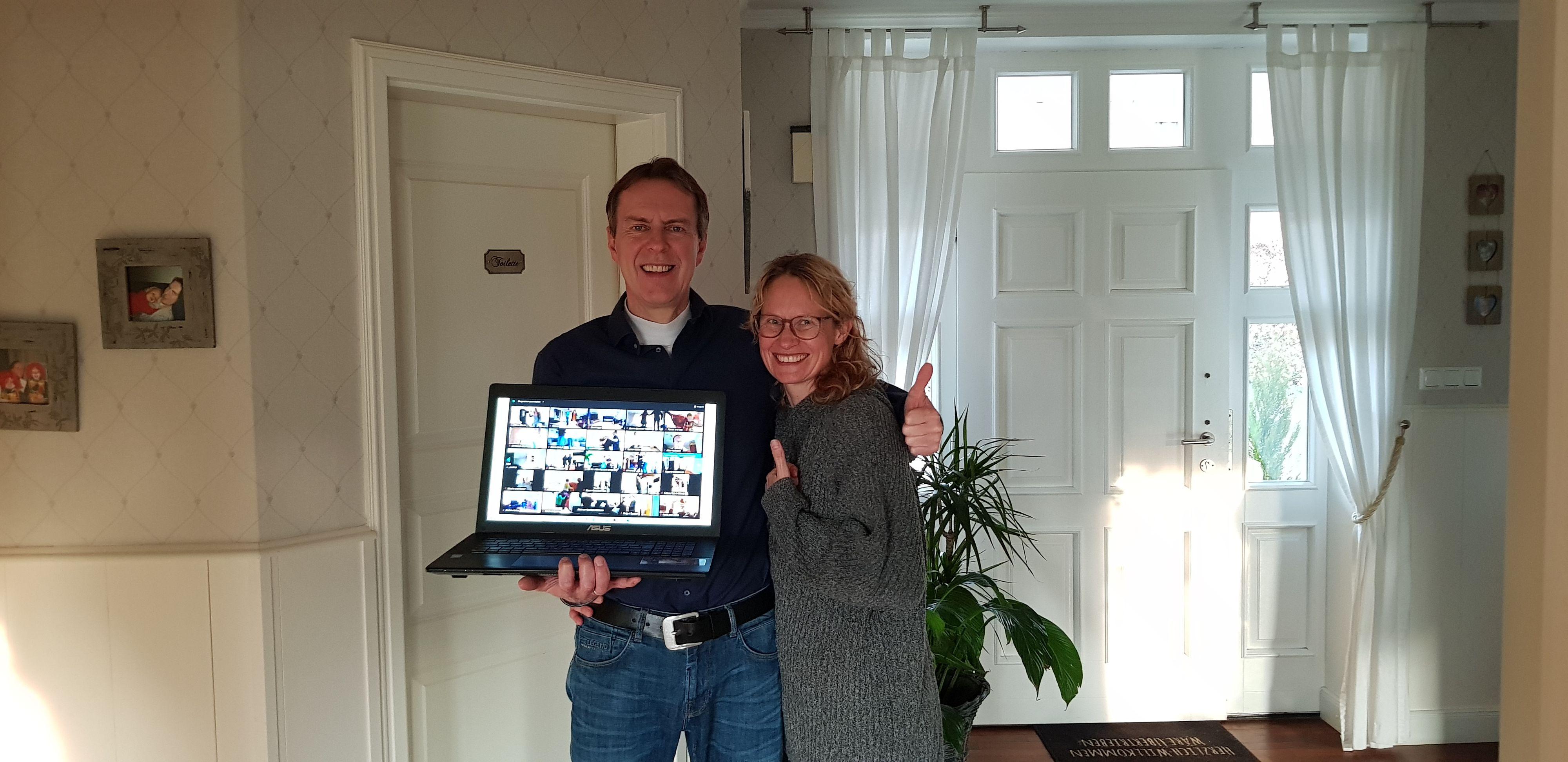 """Weltrekordhalter: Michael und Sandra Sandmann waren dabei als 1404 Paare den """"größten Cha-Cha-Cha in Videokonferenz"""" tanzten. Foto: privat"""
