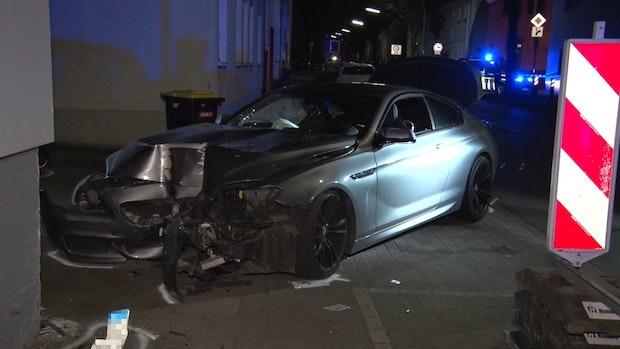 Von Auto erfasst: 43-Jährige wird lebensgefährlich verletzt