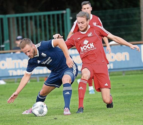 Für den BV Essen bestritt Enes Muric (links) nur ein Pokal- und zwei Punktspiele. Foto: Langosch