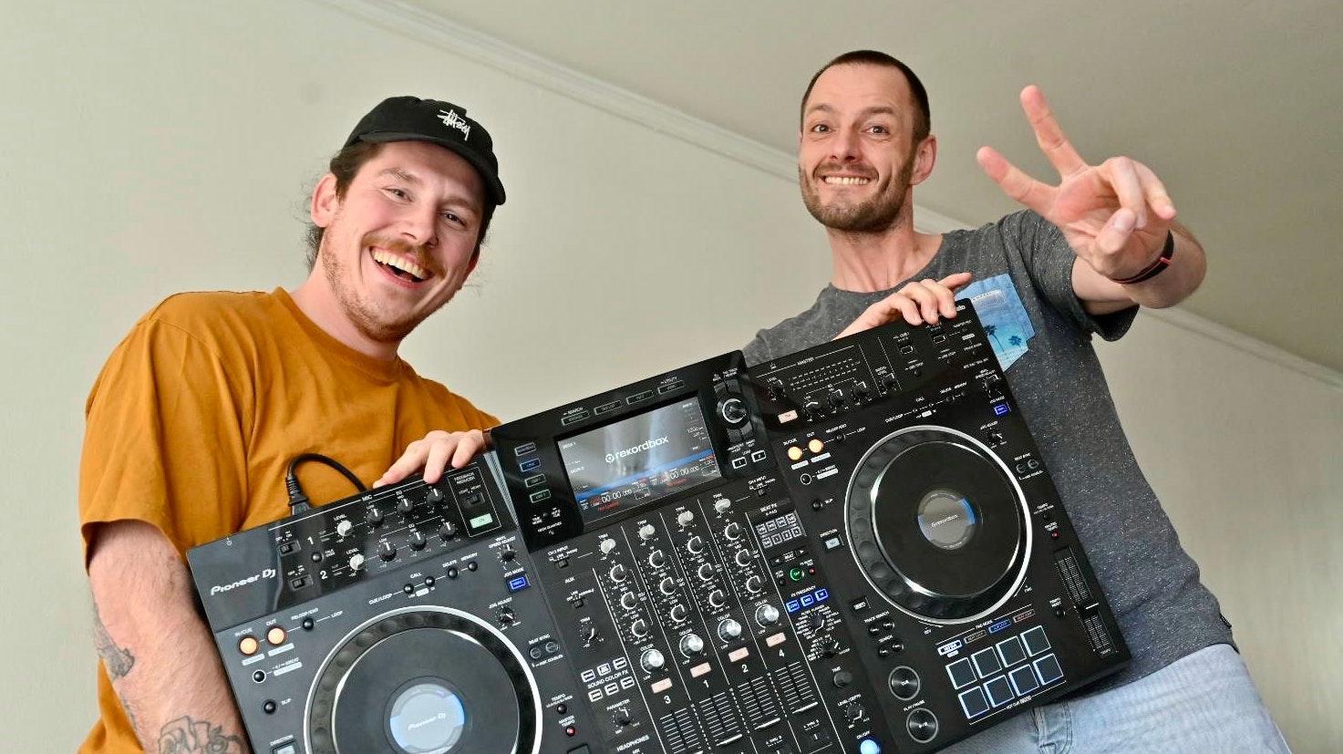 """Versprechen ein """"mega Festival"""": Die DJs Joel Chedraoui (links) und Elmar Eckhoff aus Vechta. Foto: M. Niehues"""